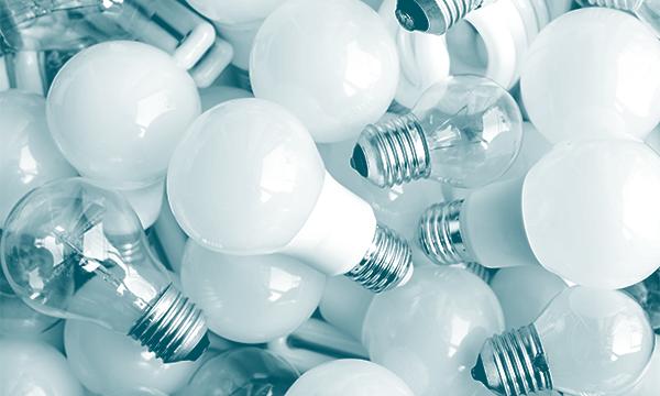 různé LED a klasické žárovky