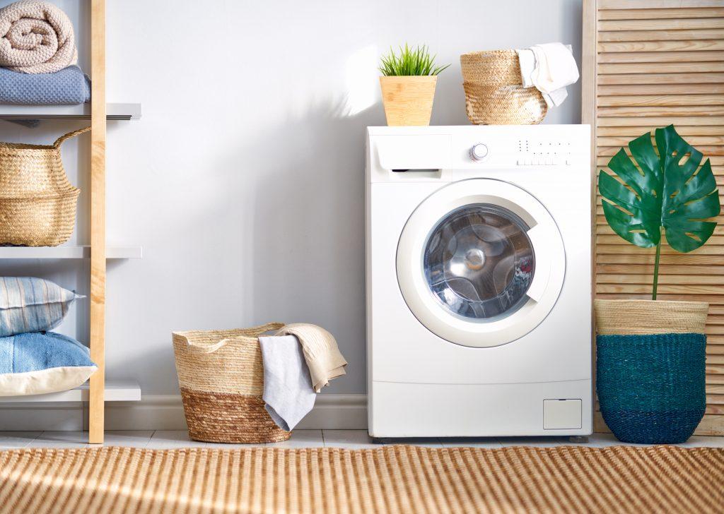 Množství vypuštěných mikroplastů můžete omezit praním ve speciálních obalech