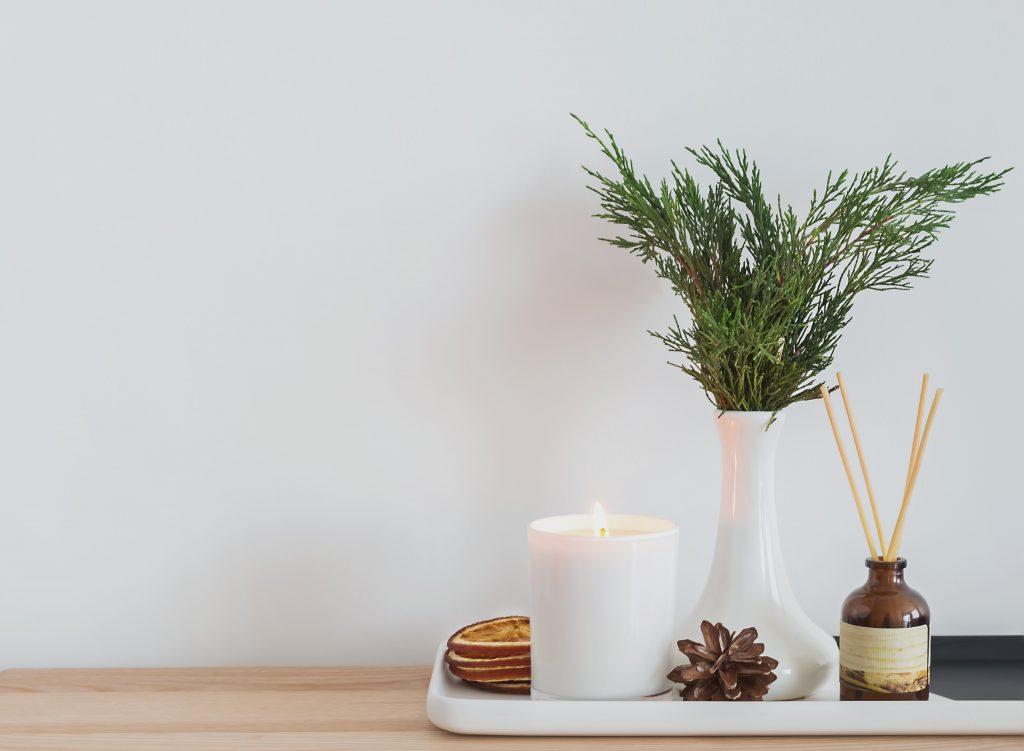 Svíčky z přírodních materiálů jsou lepší volbou než ty parafínové
