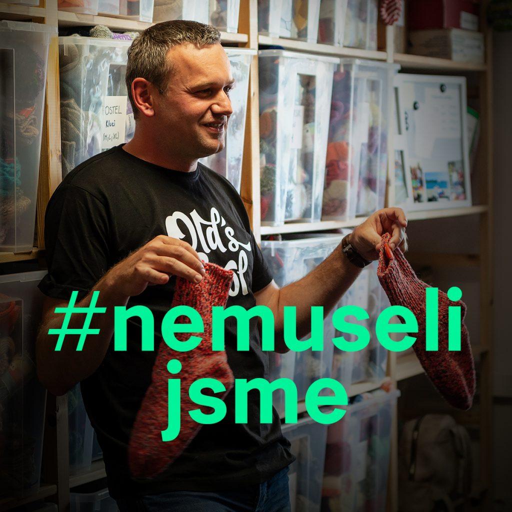 Jiří Hrabě z organizace Elpida při natáčení videa #nemusíš