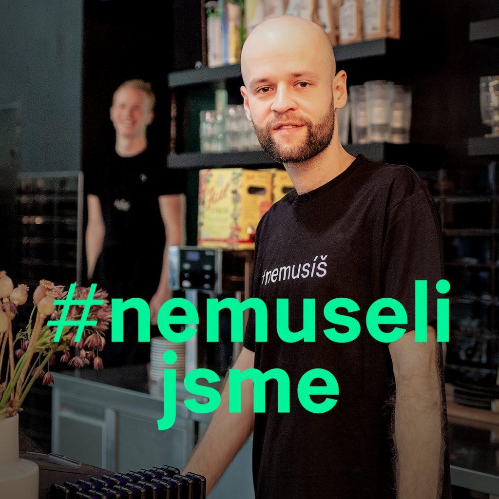 Jan Klimovič v bistru Forky's při natáčení videa #nemusíš