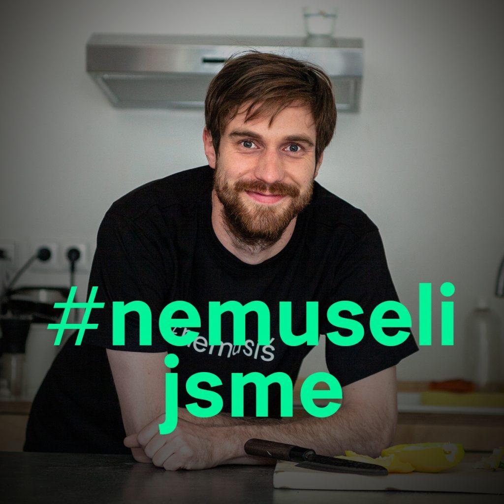 David Hájek z iniciativy Zachraň jídlo při natáčení videa #nemusíš