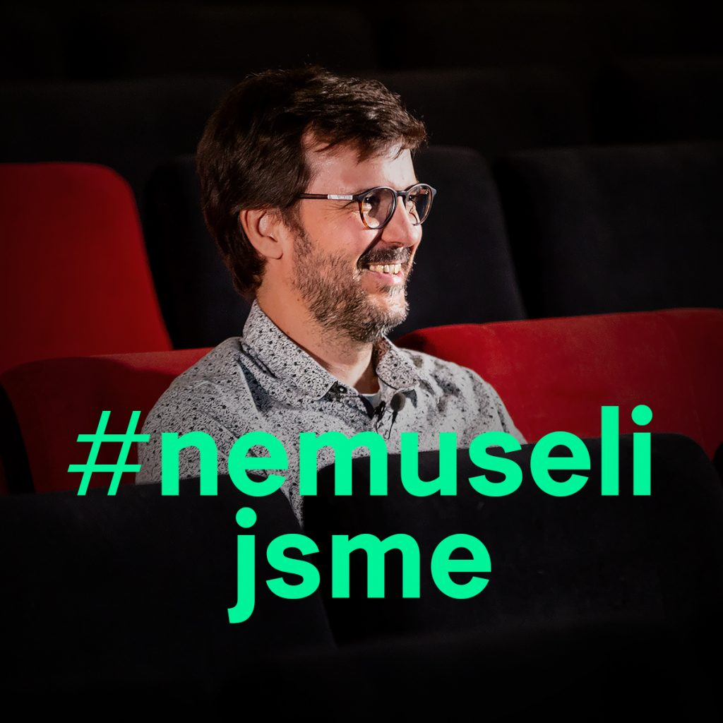Petr Jirásek v kině Světozor při natáčení videa #nemusíš