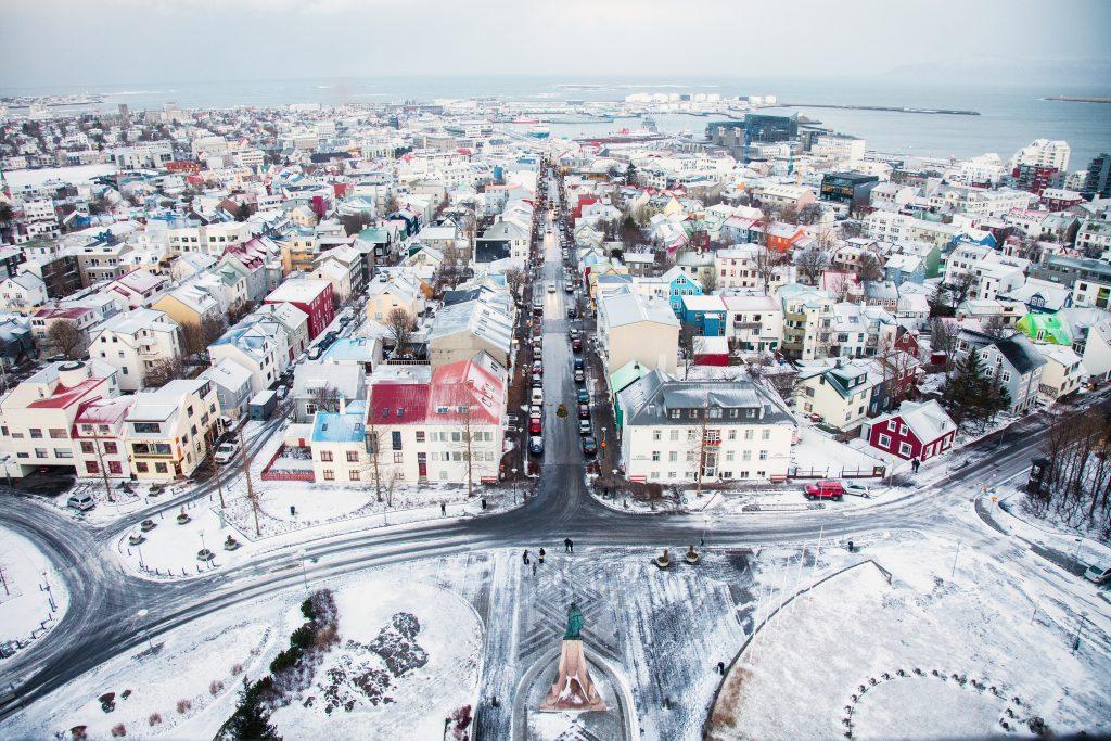 Chodníky hlavního města Reykjavik jsou v zimě vyhřívané.