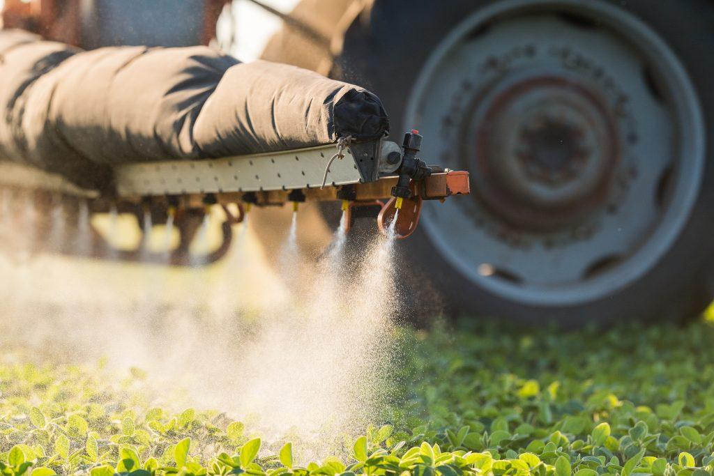 Pesticidy se hojně používají i na ošetření sóji.