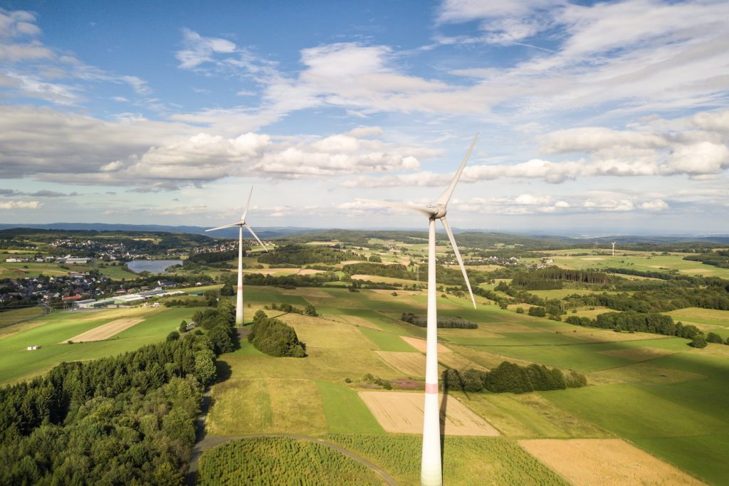 Větrné turbíny v krajině