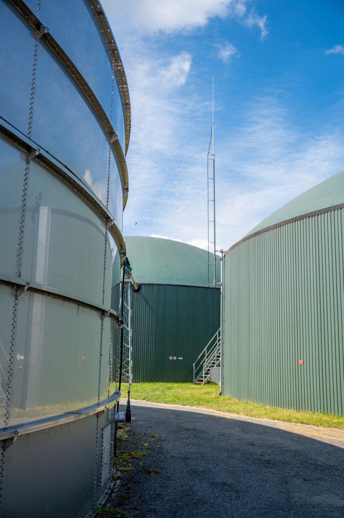 Fermentory elektrárny, kde vzniká bioplyn